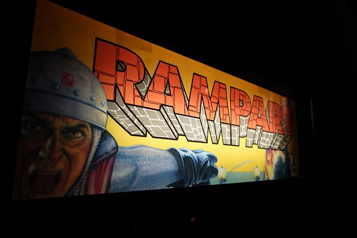 『ランパート』はアタリゲームズおよびテンゲンが1990年に北米でリリースしたアーケードゲーム。