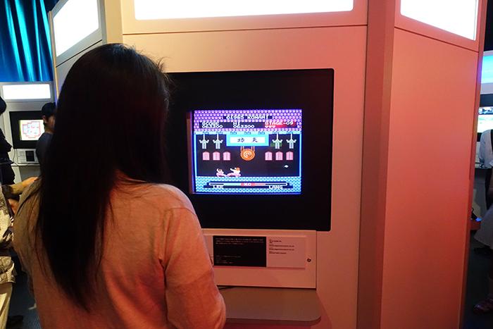 『イー・アル・カンフー』は、1985年に当時のコナミから稼動されたアーケード用対戦型格闘ゲーム。押切蓮介の「ハイスコアガール」にも登場した。