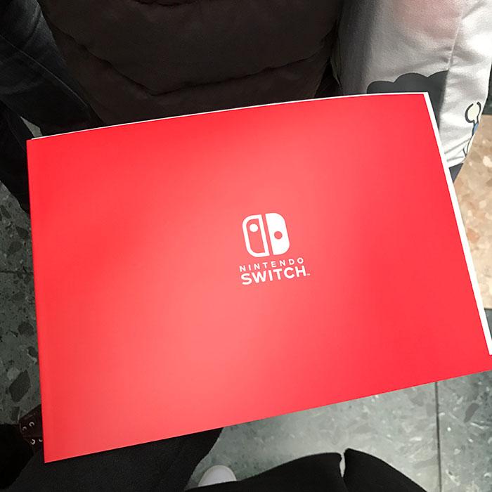 50ページほどのパンフレット。ローンチタイトルの紹介や、Switchの詳細な仕様などがまとめられていた。