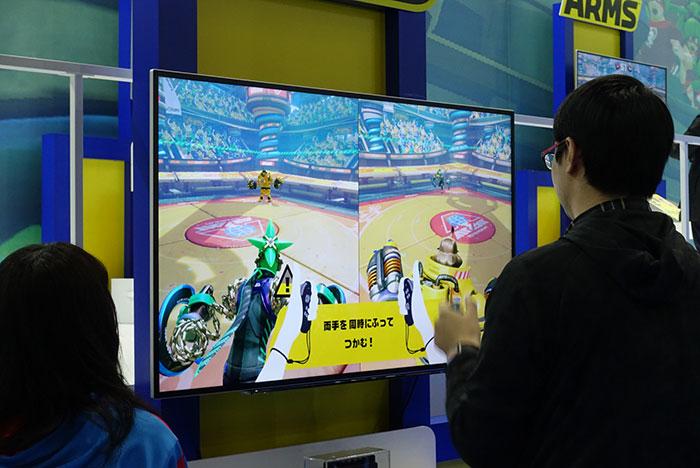体を動かして遊ぶ感じは、WiiやWii Uの系譜を感じる。